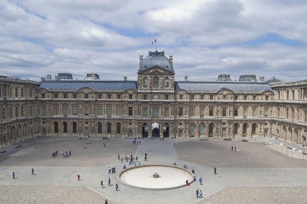Louvre cours carré